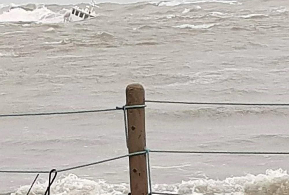 Wind and Seas Sink Ship Off Coast of Colon Panama